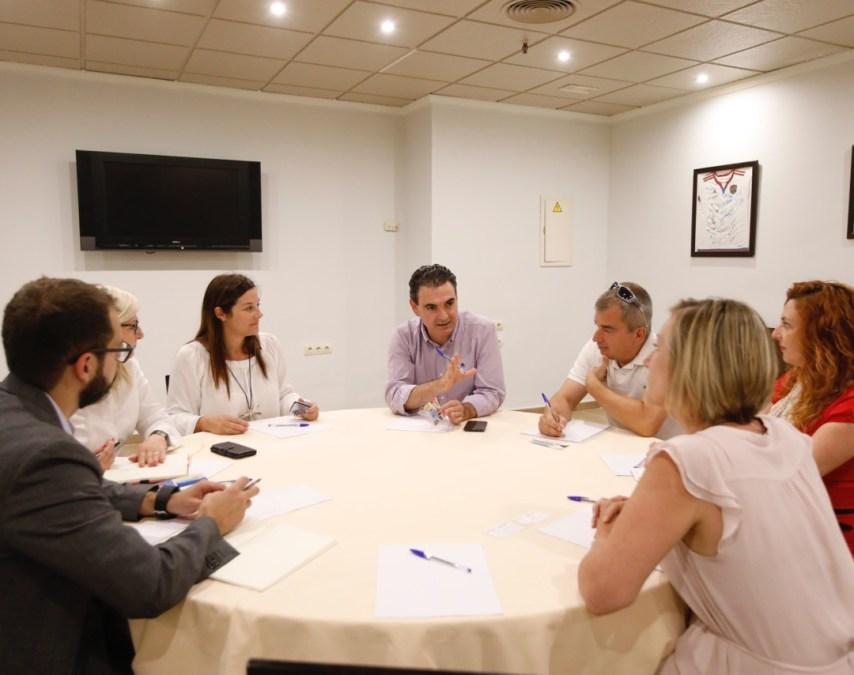 L'Alfàs del Pi y Jet2 Holidays se reúnen para fortalecer estrategias de promoción turística