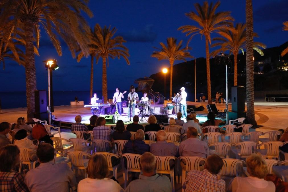 """Fantástica la actuación este fin de semana de """"Chameleon Orquesta"""" en la playa Racó de l'Albir"""