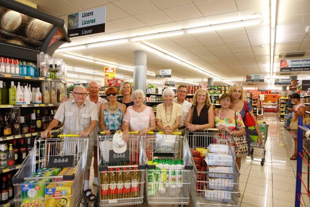 El banco de alimentos del Voluntariado Social de l'Alfàs recibe una aportación por parte de la Asociación Chums