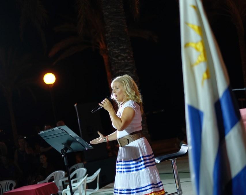 La comunidad uruguaya celebró en la playa de l'Albir su Día de la Independencia junto a turistas y residentes