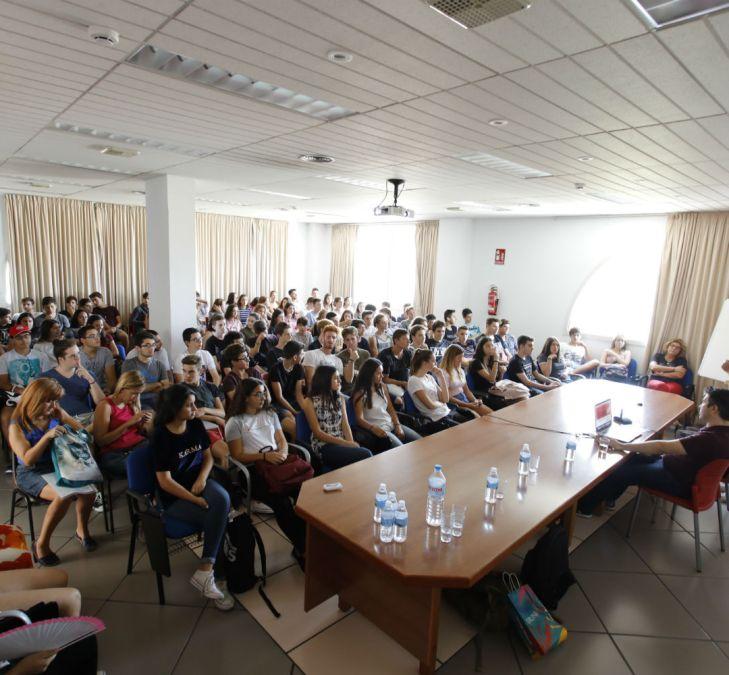Más de un centenar de jóvenes aprenden a crear webseries de animación en el festival Fidewà de l'Alfàs