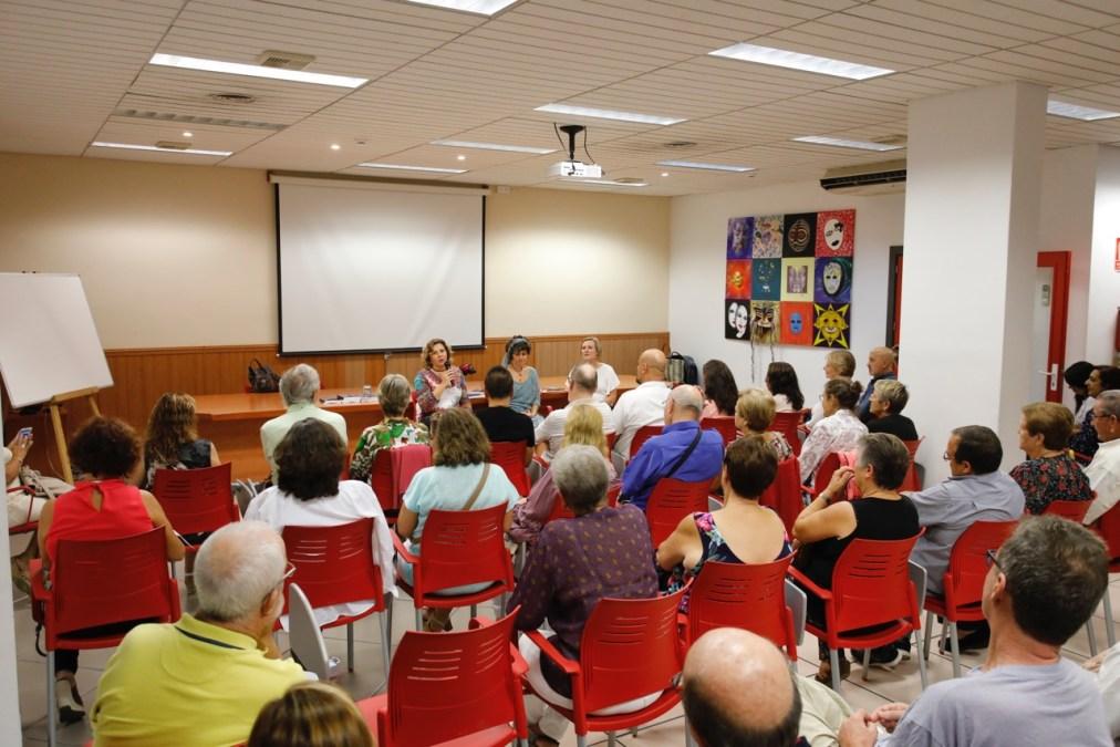 Esther Recio cosecha un gran éxito con la presentación de 'Regresa a Troya, Uma, regresa' en l'Alfàs del Pi
