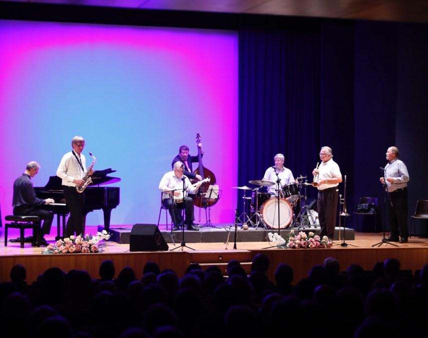 L'Alfàs del Pi se rinde ante la calidad musical de la famosa banda noruega Magnolia Jazzband