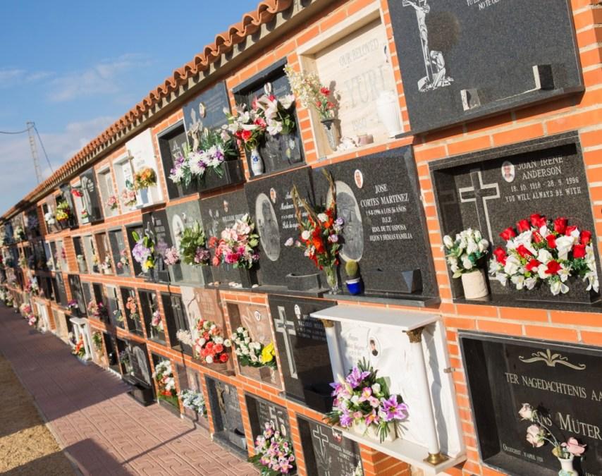 El Ayuntamiento de l'Alfàs del Pi pone a punto el cementerio para celebrar el día de Todos los Santos