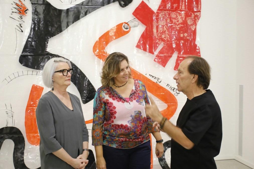 El artista Claudio Zirotti junto a Mayte García concejala de cultura de l'Alfàs