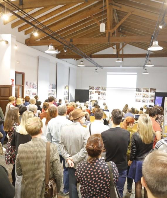 Mayte García, edil de Cultura de l'Alfàs, felicita a FO.LI.AS en la celebración de su tercer aniversario