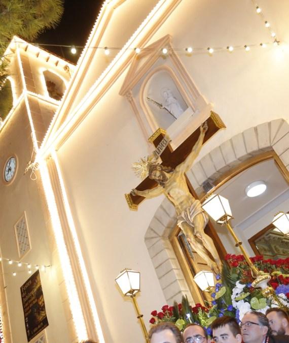 Con la procesión del Cristo del Buen Acierto finalizan las Fiestas de l'Alfàs