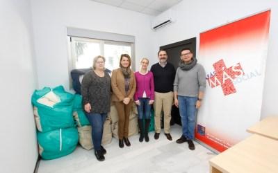 Donación de un lote de mantas y productos de abrigo al Voluntariado Social de l'Alfàs