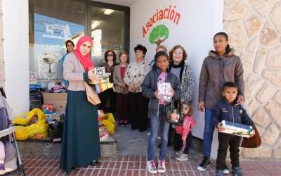 Comercios, Amas de Casa y Voluntariado de l'Alfàs se ponen al servicio de los Reyes para que nadie se quede sin regalo