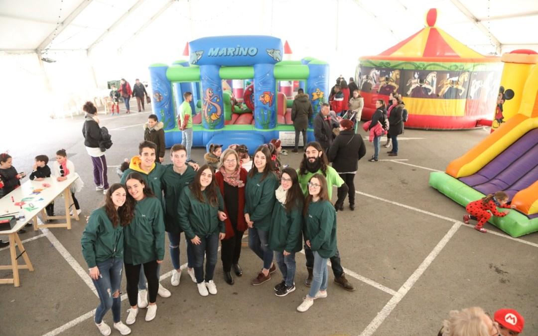Pequeños y grandes se movilizan a ritmo de Carnaval en l'Alfàs