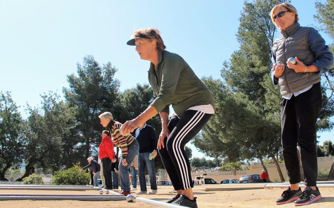 El Club de Petanca La Amistad sigue organizando torneos semanalmente para residentes de cinco nacionalidades.