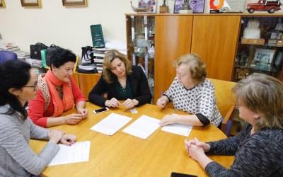 El Ayuntamiento renueva sus lazos de colaboración con la Asociación de Amas de Casa