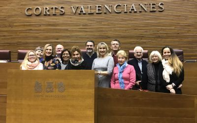 Las asociaciones de residentes europeos de l'Alfàs conocen  Les Corts y el Palau de la Generalitat