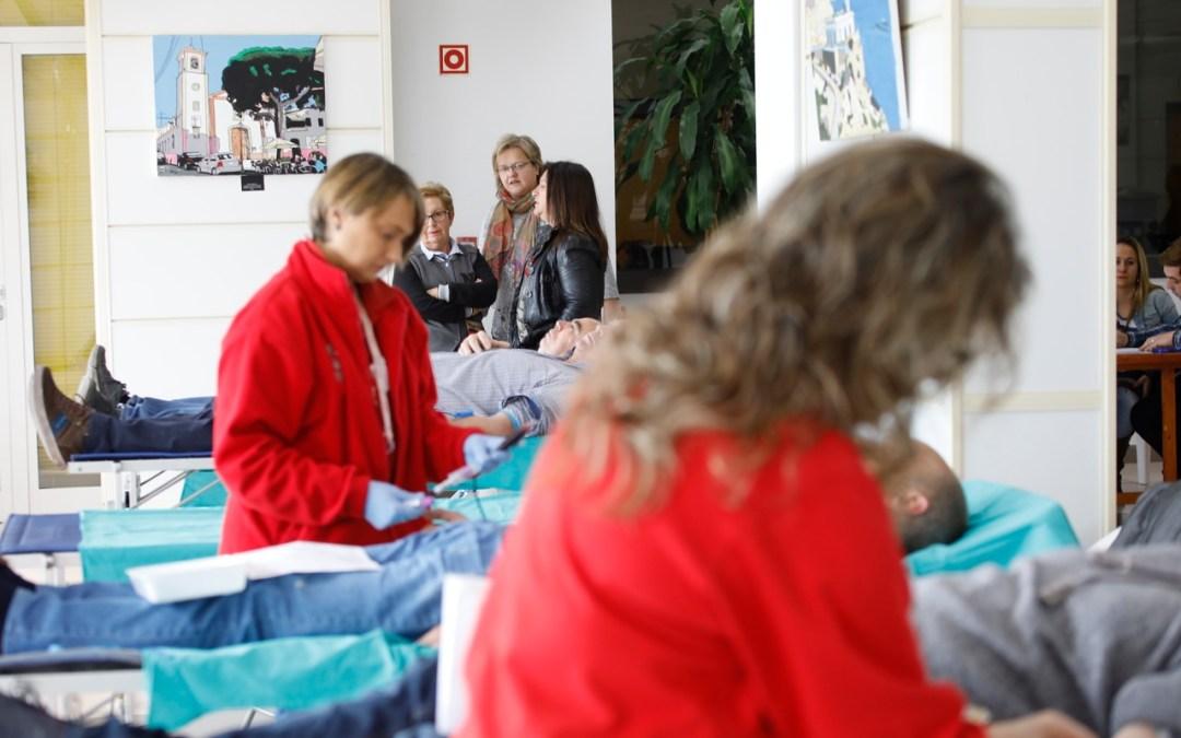 Más de un centenar de personas donan sangre en l'Alfàs durante el maratón organizado por Sanidad