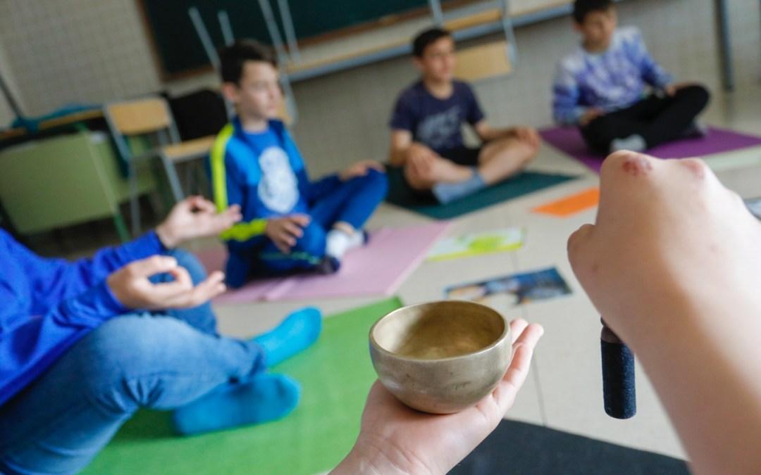 Más de 300 estudiantes del IES L'Arabí mejoran sus niveles de atención y concentración gracias al yoga