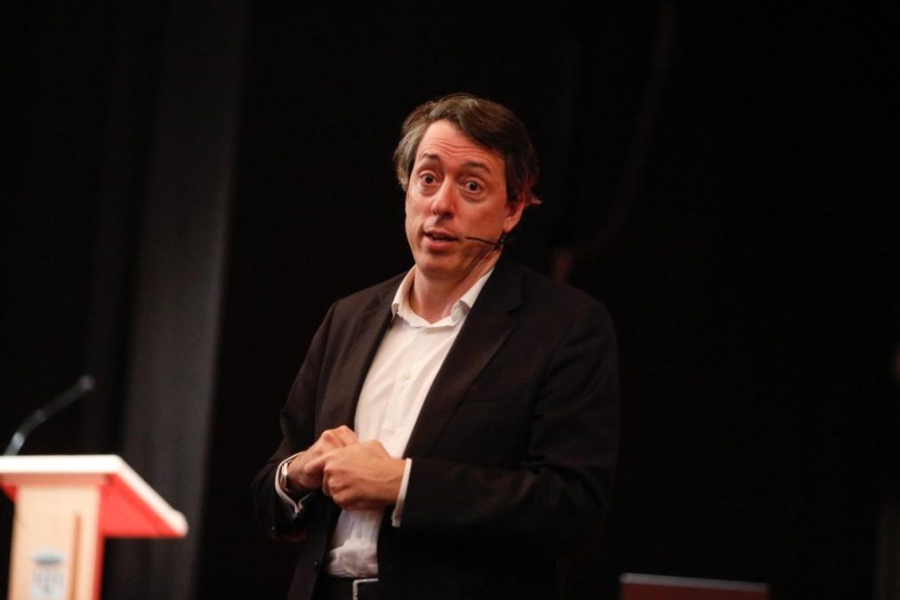 Carlos Andreu llena la Casa de Cultura de l'Alfàs del Pi 'La gestión de uno mismo'