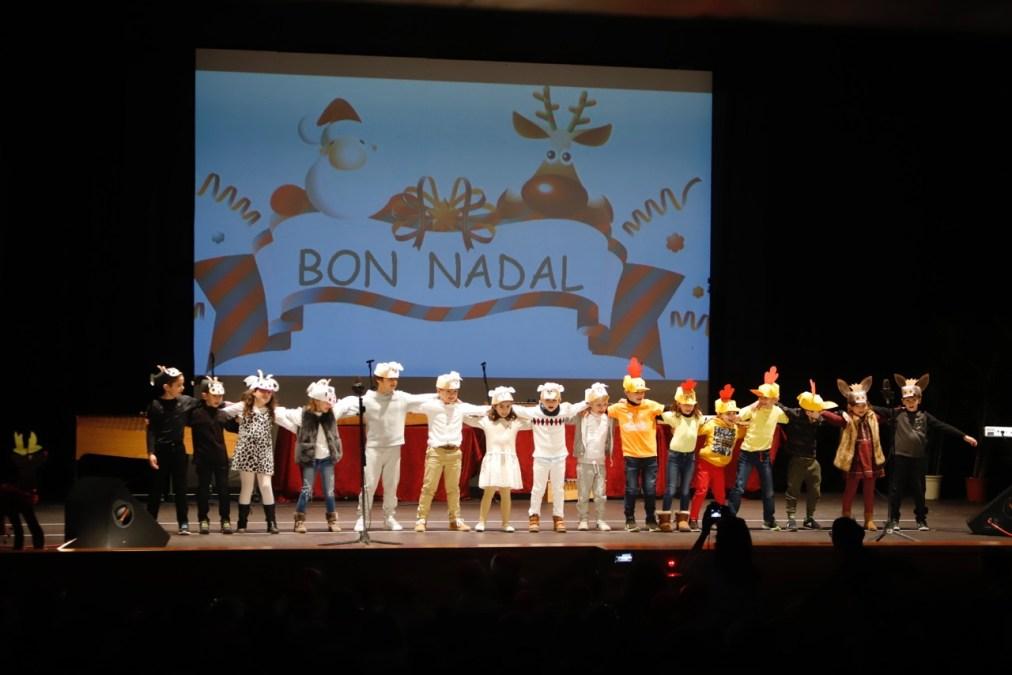 Los escolares de l'Alfàs celebran los tradicionales festivales de Navidad