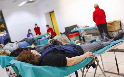 Medio centenar de personas se presentan a la primera campaña de donación de sangre de 2021 en l'Alfàs