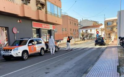 La agrupación de Protección Civil de l'Alfàs colabora en los trabajos de limpieza y desinfección viaria