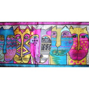Long silk scarf with a vibrant design of cats' heads