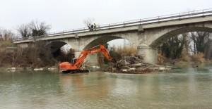 Ponte sul Metauro, a Calcinelli rimossi grossi tronchi