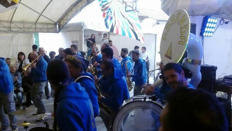Alla Festa dei Folli di Corinaldo record di presenze   I ragazzi del Gruppo Storico Combusta Revixi hanno ideato e organizzato un evento di richiamo nazionale, che ha raccolto nella città migliaia di turisti