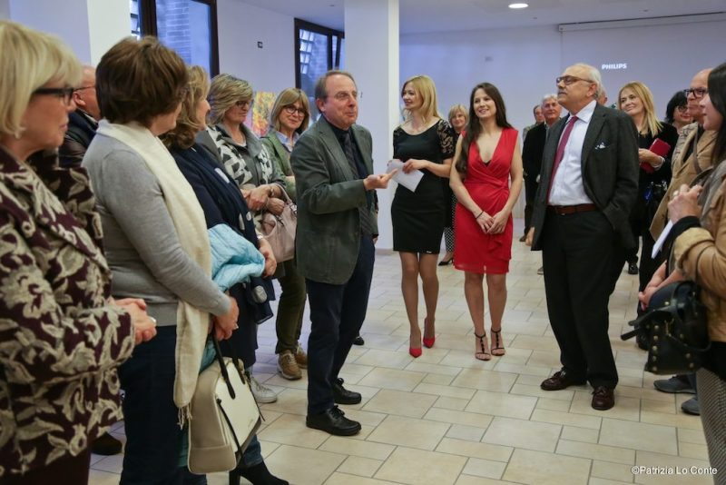 In tanti all'inaugurazione della mostra di Vito Maria Carfì