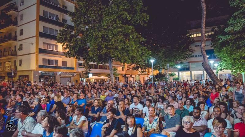 A Falconara tutti in piazza Mazzini per il Cambi Serrani Fashion Show