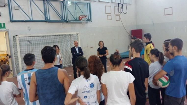 FALCONARA / Il sindaco Goffredo Brandoni fa visita a studenti ed insegnanti della città