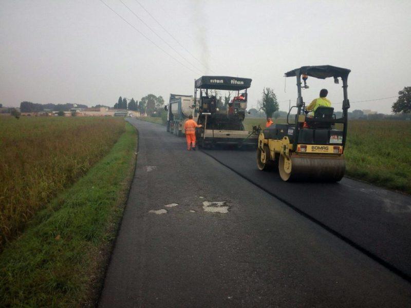 FANO / Ripresi i lavori di asfaltatura della strada del cimitero di Rosciano