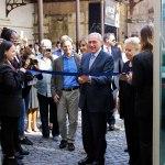 Il presidente del Senato Pietro Grasso si congratula con i fotografi senigalliesi