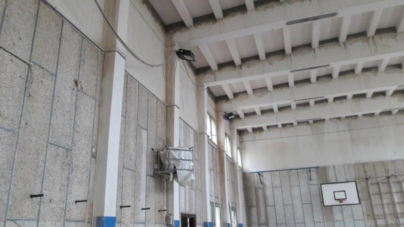 """SENIGALLIA / Ispezione di Paradisi al cantiere della palestra della scuola Marchetti: """"Pronta per gennaio"""""""
