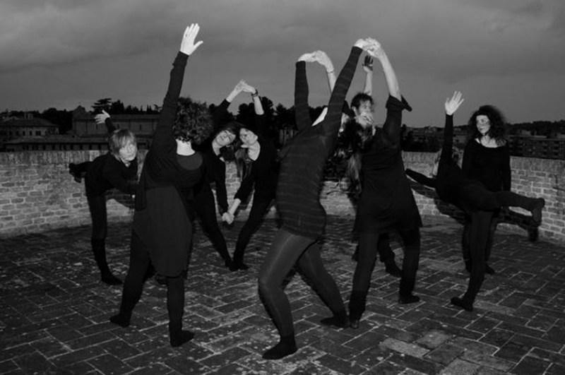 FALCONARA / Teatro, yoga e le opere di Dimitris Galiatsatos  per riflettere sul mistero della vita