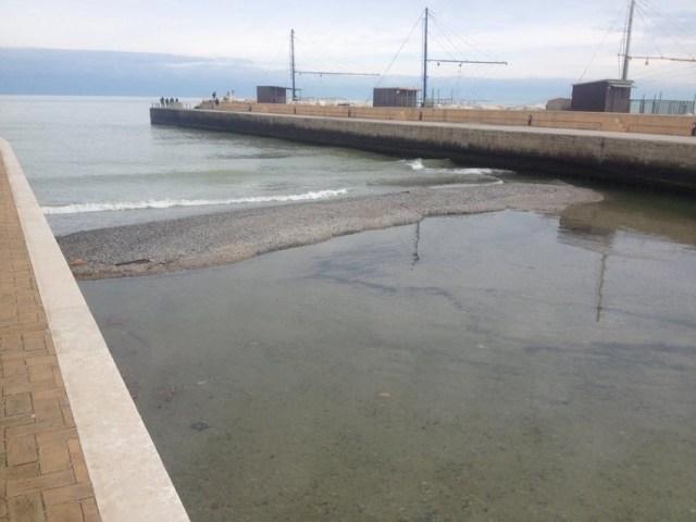 SENIGALLIA / Le correnti marine hanno completamente ostruito la foce del fiume Misa