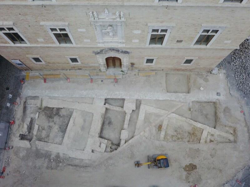 JESI / Le strutture medievali emerse in piazza Colocci sono di alto interesse storico