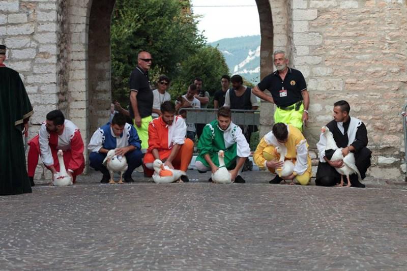 Con il Palio della Rocca tornano a Serra Sant'Abbondio le affascinanti atmosfere medievali