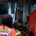 Finisce con l'auto contro il rimorchio di un camion: anziana signora ricoverata all'ospedale San Salvatore