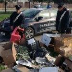 Abbandonano rifiuti lungo la strada della Bruciata, denunciati dai carabinieri di Senigallia