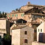 Le attività commerciali del centro storico di Serra de' Conti vivono alterne vicende