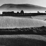 Finalmente online alcuni ritratti inediti di Mario Giacomelli scattati da Renzo Tortelli
