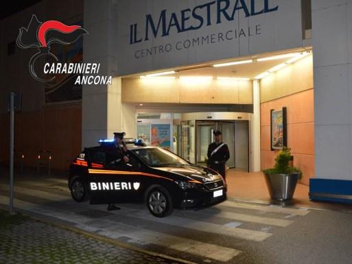SENIGALLIA centro commerciale il maestrale furto carabinieri notte2019-09-13