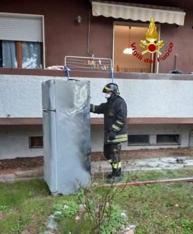 MOIE frigorifero incendio fiamme vdf2019-11-30 (2)