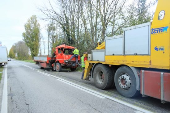 SERRADECONTI incidente camion2019-11-18 (11)