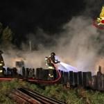 Capanno in fiamme nel pomeriggio alla periferia di Chiaravalle