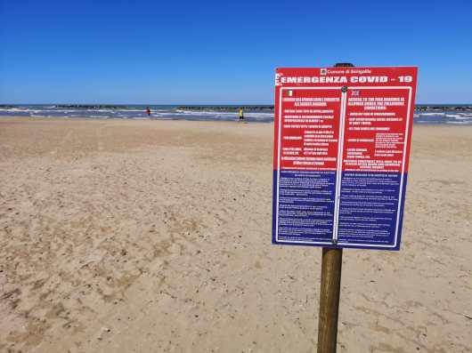 SENIGALLIA cartello bilingue covid spiaggia2020-05-28 (1)