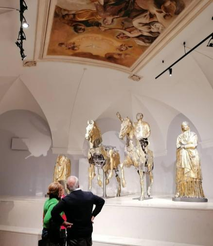 PERGOLA bronzi visitatori