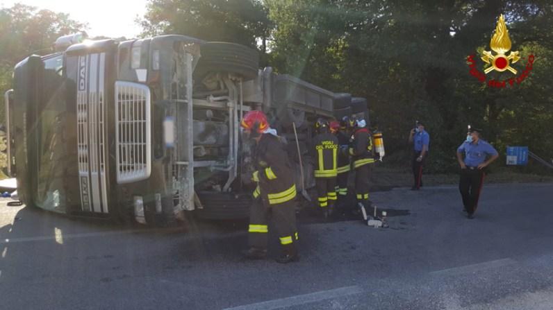 SASSOFERRATO camion rovesciato vdf2020-07-27 (2)
