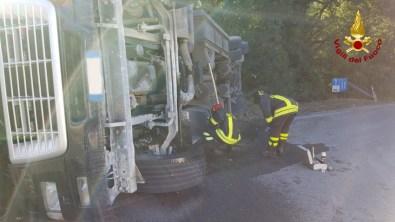 SASSOFERRATO camion rovesciato vdf2020-07-27 (3)