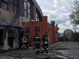 CORINALDO incendio esterno cabina palestra2021-04-15 (21)