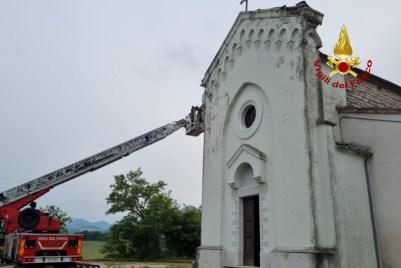 SASSOFERRATO fulmine colpisce chiesa Frassaineta2021-06-08 (1)